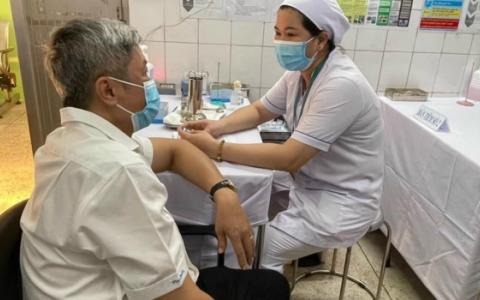 Bắt đầu triển khai những mũi tiêm vaccine phòng Covid-19 đầu tiên
