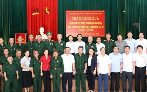 Đồng chí Bộ trưởng Bộ Tài chính thăm Trung tâm Điều dưỡng Thương binh Nho Quan