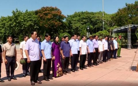 Đoàn đại biểu tỉnh Ninh Bình tri ân các Anh hùng Liệt sỹ tại miền Trung