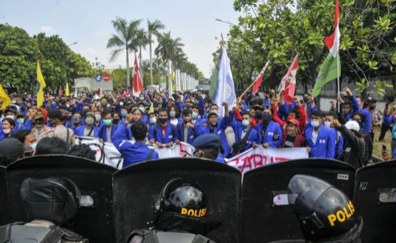 Biểu tình chống dự luật mới tại Indonesia: 9.000 nhân viên an ninh bảo vệ dinh Tổng thống