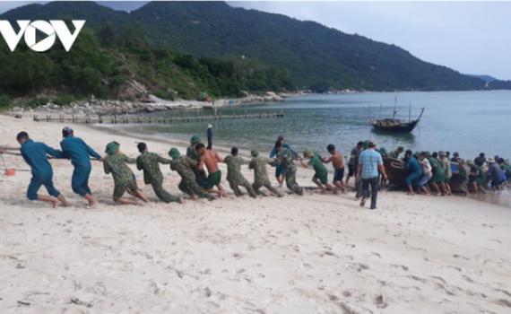 Các tỉnh miền Trung yêu cầu người dân không ra khỏi nhà, nghỉ việc để tránh bão