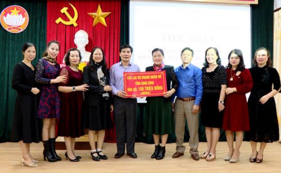 CLB Doanh nhân nữ tỉnh ủng hộ đồng bào miền Trung