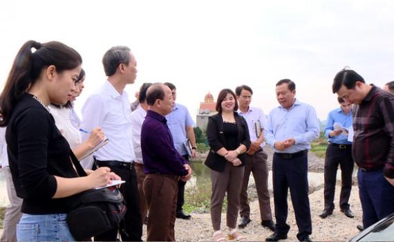 Đồng chí Nguyễn Ngọc Thạch kiểm tra sản xuất và giải ngân vốn đầu tư công tại Gia Viễn, Nho Quan