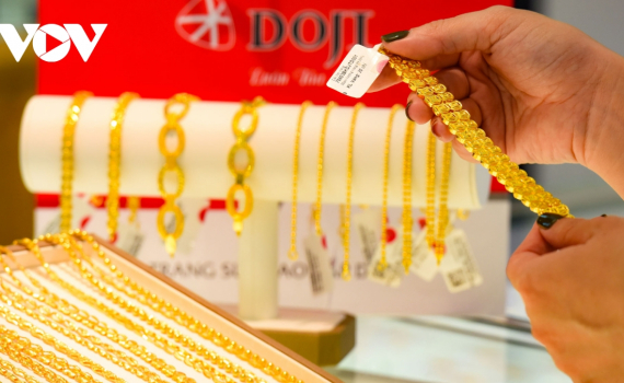 Giá vàng tiếp tục giảm trong phiên giao dịch cuối tuần