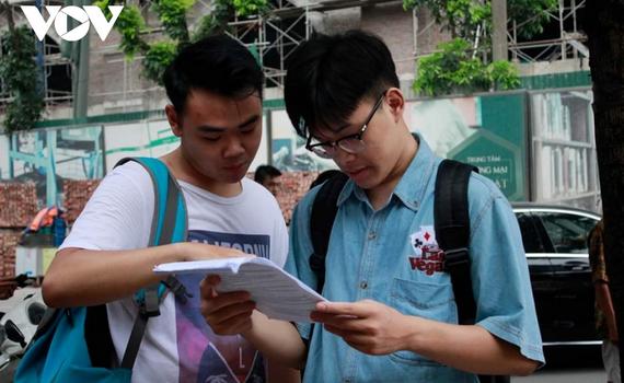 """Nhiều trường cao đẳng, đại học """"vùng"""" vẫn mòn mỏi chờ sinh viên"""