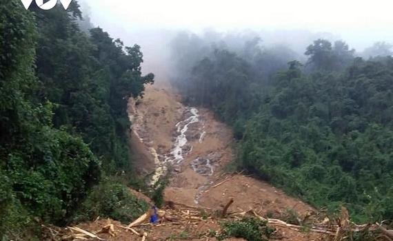 Sạt lở vùi lấp lán trại làm 1 người chết, 3 người mất tích ở Quảng Bình