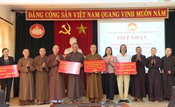 Ủy ban MTTQ Việt Nam tỉnh tiếp nhận ủng hộ đồng bào miền Trung