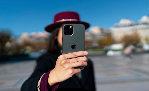 Đắt đỏ là vậy, iPhone 12 Pro không lọt top 5 smartphone chụp ảnh selfie đẹp nhất