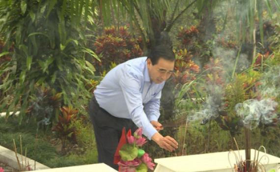 Đồng chí Chủ tịch UBND tỉnh viếng Nghĩa trang Liệt sỹ Quốc gia Vị Xuyên