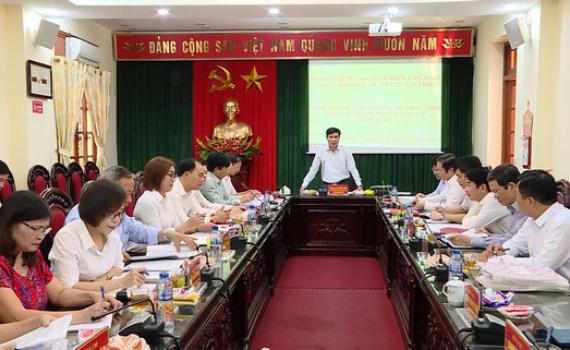 Đồng chí Đỗ Việt Anh kiểm tra thực hiện quy chế dân chủ ở cơ sở huyện Hoa Lư