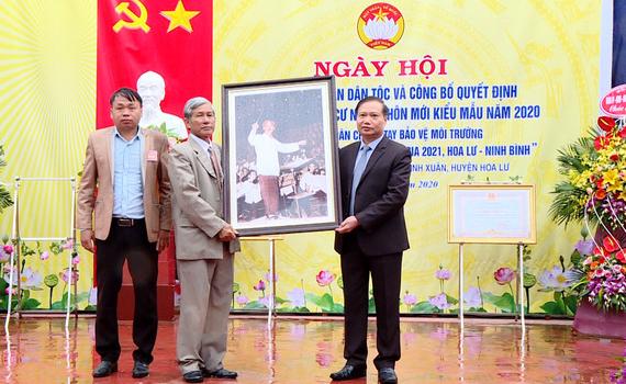 Đồng chí Trần Hồng Quảng dự Ngày hội Đại đoàn kết tại thôn Xuân Áng Ngoại, xã Ninh Xuân, huyện Hoa Lư