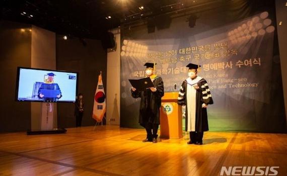 HLV Park Hang Seo nhận bằng tiến sĩ danh dự của đại học Hàn Quốc