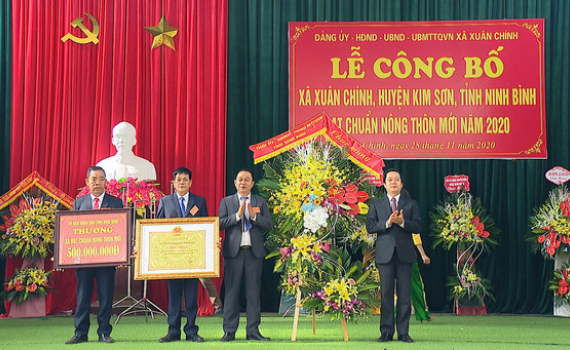 Xã Xuân Chính đón Bằng công nhân xã đạt chuẩn Nông thôn mới