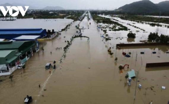 Mưa lớn làm 3 người chết, 1 người mất tích và ngập ngụt nhiều nơi ở miền Trung