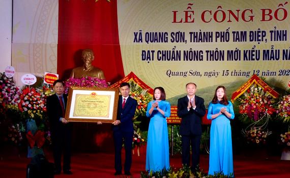 Xã Quang Sơn đón bằng công nhận đạt chuẩn nông thôn mới kiểu mẫu
