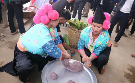 Bánh dày - nét đẹp ngày Tết của người Mông vùng cao