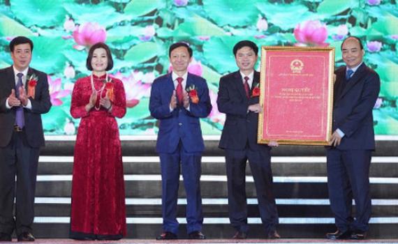 Thủ tướng trao Quyết định thành lập Thị xã Duy Tiên