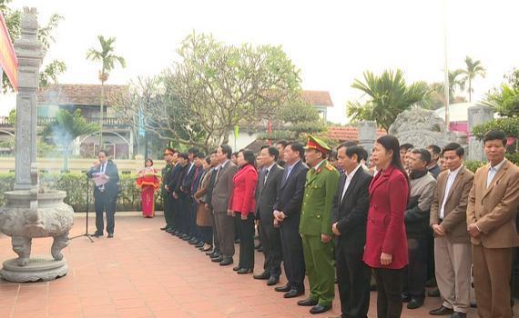 Đoàn đại biểu huyện Yên Mô dâng hương tưởng niệm đồng chí Tạ Uyên