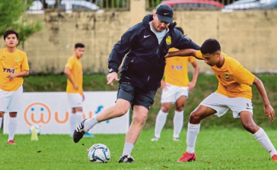 Bóng đá Malaysia sẽ dự SEA Games 31 bằng đội U19