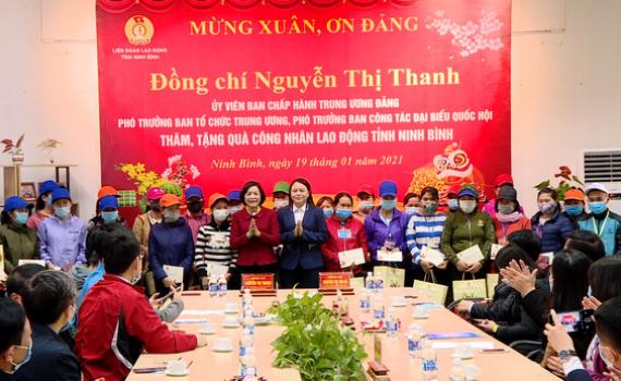 Đồng chí Phó Trưởng Ban Tổ chức TW thăm, tặng quà nhân dịp Tết Nguyên đán Tân Sửu