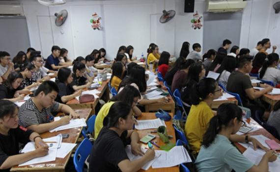 Giáo viên dạy thêm thu nhập cả trăm triệu mỗi tháng là chuyện bình thường?