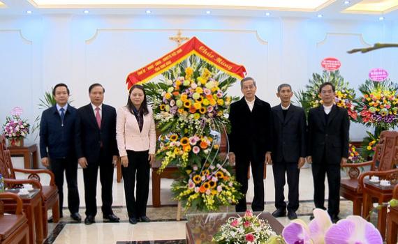 Các đồng chí lãnh đạo tỉnh thăm, chúc mừng Tòa Giám mục Phát Diệm