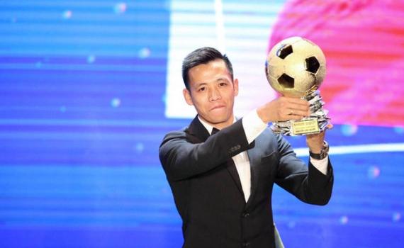 """Nguyễn Văn Quyết giành """"Quả bóng vàng Việt Nam 2020"""""""