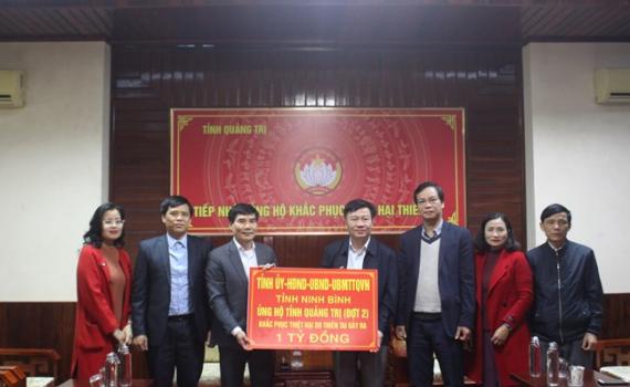 Ninh Bình trao tiền hỗ trợ tỉnh Quảng Trị bị ảnh hưởng do thiên tai