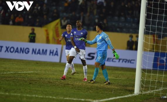 """""""Vận đen"""" kỳ lạ đeo bám Hà Nội FC suốt 3 mùa giải V-League"""