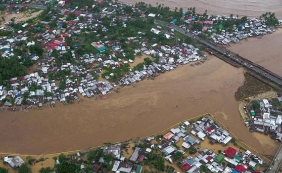 Bão Dujuan đổ bộ vào Philippines, hàng nghìn người sơ tán