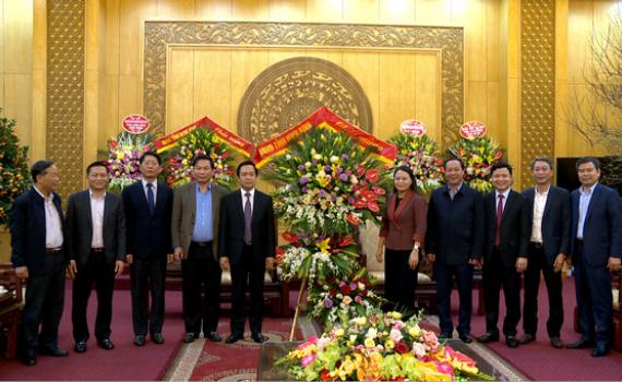 Các đoàn đại biểu chúc mừng Tỉnh ủy nhân Kỷ niệm 91 năm ngày thành lập Đảng