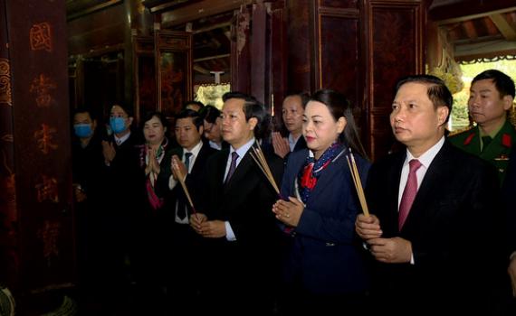 Các đồng chí lãnh đạo tỉnh dâng hương nhân dịp Tết Nguyên đán Tân Sửu