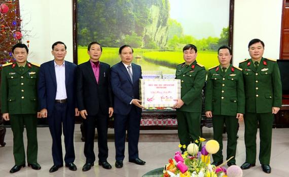 Các đồng chí lãnh đạo tỉnh thăm, tặng quà Tết Nguyên đán Tân Sửu