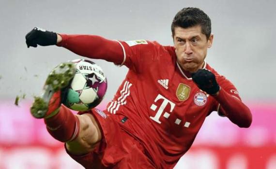Lewandowski vượt qua thành tích ghi bàn của Raul Gonzalez