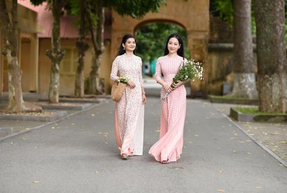 Áo dài tôn vinh vẻ đẹp phụ nữ Việt - Đài Phát Thanh và Truyền Hình Ninh Bình