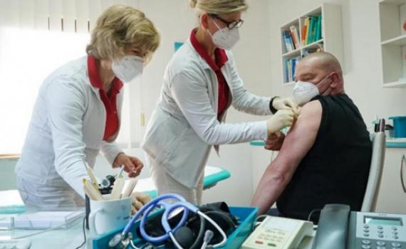 EMA: Không có dấu hiệu vaccine AstraZeneca gây đông máu