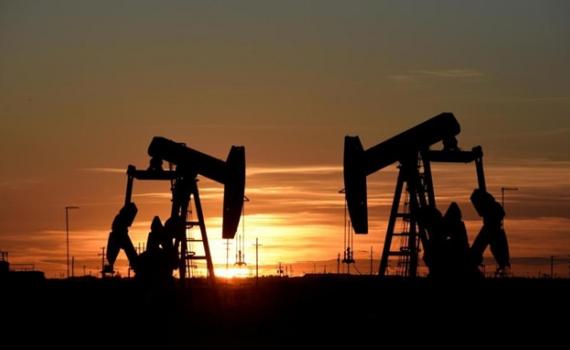 Giá dầu thế giới tăng cao nhất trong một năm