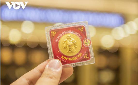 Giá vàng SJC vẫn cao hơn vàng thế giới hơn 7 triệu đồng/lượng