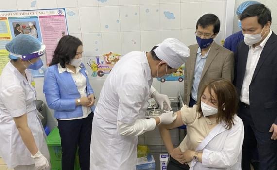 Thêm 4.793 người được tiêm vắc xin phòng COVID-19