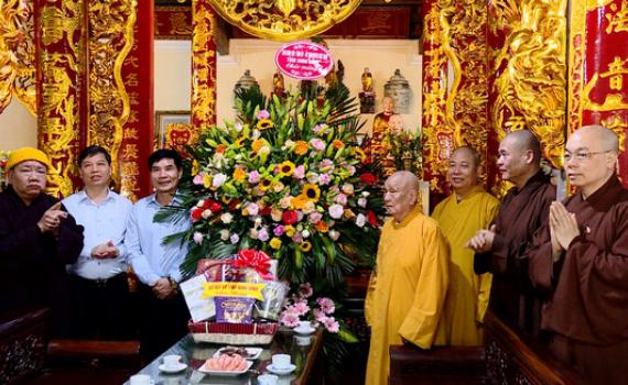 Đồng chí Đỗ Việt Anh thăm, chúc mừng nhân dịp Đại lễ Phật đản năm 2020