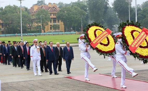Lãnh đạo Đảng, Nhà nước vào Lăng viếng Bác nhân 45 năm ngày thống nhất