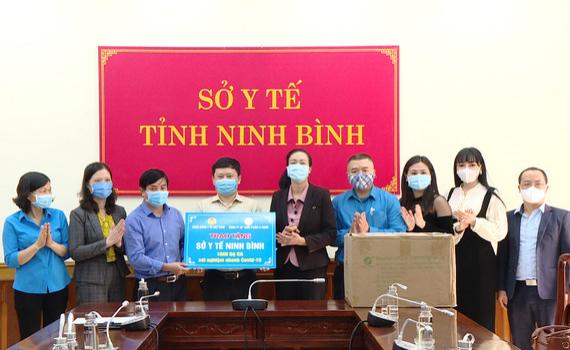Sở Y tế Ninh Bình tiếp nhận 1000 bộ kit xét nghiệm nhanh SARS-CoV-2