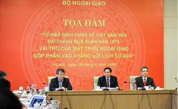 """Tọa đàm """"Từ Hiệp định Paris về Việt Nam đến đại thắng Mùa Xuân năm 1975: Vai trò của Mặt trận ngoại giao góp phần vào thắng lợi lịch sử 30/4"""""""