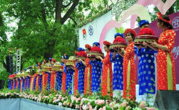 Vận động nhân dân cân nhắc lùi thời gian tổ chức tiệc cưới