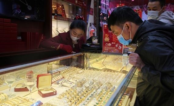 Giá vàng trong nước vượt ngưỡng 55 triệu đồng/lượng