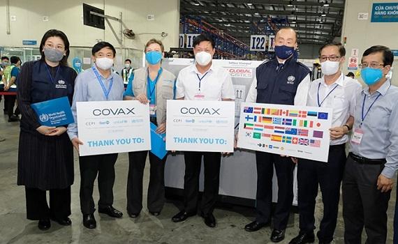 Hơn 800.000 liều vắc xin phòng COVID-19 của COVAX đã về đến Việt Nam