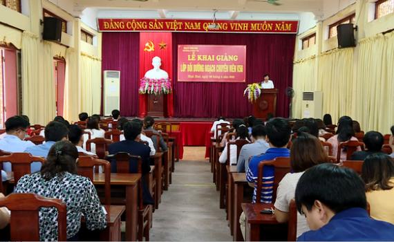 Khai giảng lớp bồi dưỡng ngạch chuyên viên