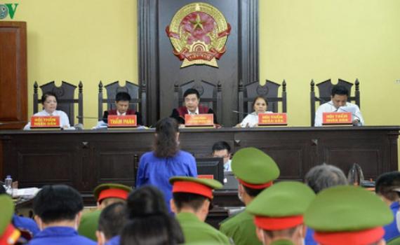 """Xét xử gian lận thi ở Sơn La: """"Phù phép"""" điểm thi, nhận ngay tiền tỷ"""