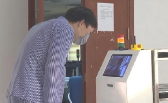 Vận hành robot thông minh thay nhân viên y tế trong khu cách ly