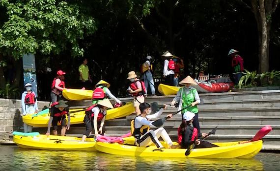 Du lịch Tràng An bằng thuyền Kayak